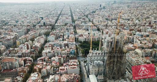 Купить «Aerial view of Sagrada Familia – impressive cathedral designed by Gaudi, Barcelona», видеоролик № 30443475, снято 19 ноября 2018 г. (c) Яков Филимонов / Фотобанк Лори