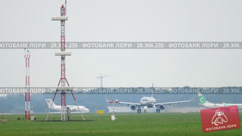 Купить «Aeroflot Airbus A321 departure», видеоролик № 28306235, снято 26 июля 2017 г. (c) Игорь Жоров / Фотобанк Лори