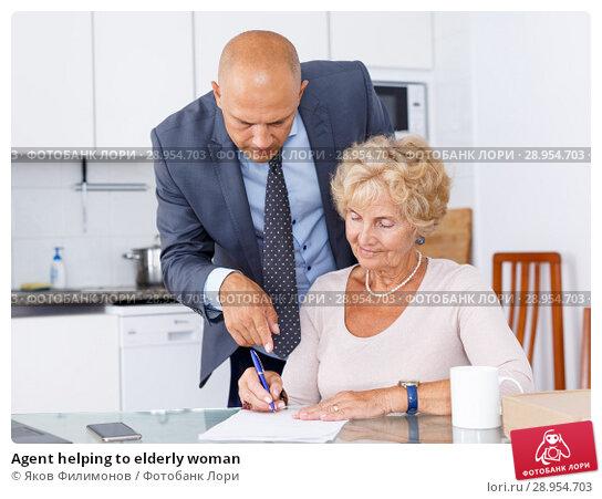Купить «Agent helping to elderly woman», фото № 28954703, снято 11 июля 2018 г. (c) Яков Филимонов / Фотобанк Лори