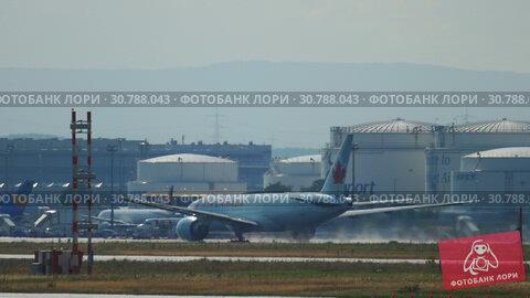 Купить «Air Canada Boeing 777 departure», видеоролик № 30788043, снято 20 июля 2017 г. (c) Игорь Жоров / Фотобанк Лори