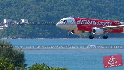 Купить «Airbus 320 approaching over ocean», видеоролик № 33698199, снято 30 ноября 2019 г. (c) Игорь Жоров / Фотобанк Лори