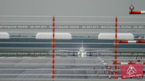 Купить «Airplane accelerate and departure», видеоролик № 29397971, снято 25 августа 2018 г. (c) Игорь Жоров / Фотобанк Лори