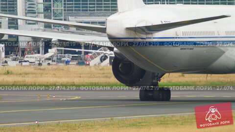 Airplane towing from service., видеоролик № 27074219, снято 17 июля 2017 г. (c) Игорь Жоров / Фотобанк Лори