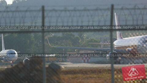 Купить «Airplane was taxiing on the runway before take-off», видеоролик № 23418563, снято 26 ноября 2015 г. (c) Игорь Жоров / Фотобанк Лори