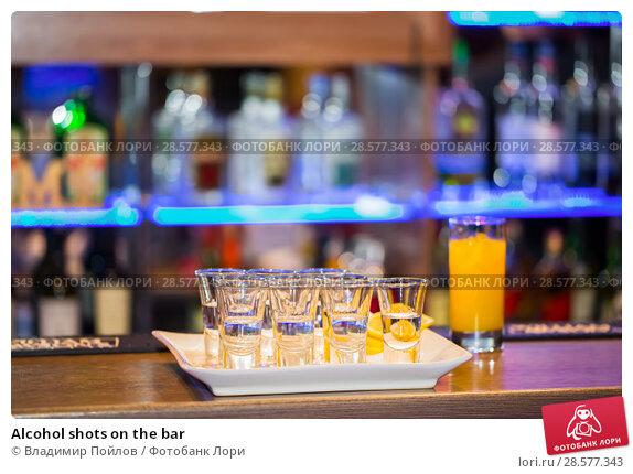 Купить «Alcohol shots on the bar», фото № 28577343, снято 16 января 2019 г. (c) Владимир Пойлов / Фотобанк Лори