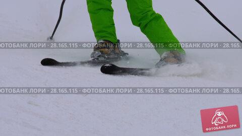 Купить «Amateur skier girl downhill», видеоролик № 28165115, снято 6 марта 2018 г. (c) Игорь Жоров / Фотобанк Лори
