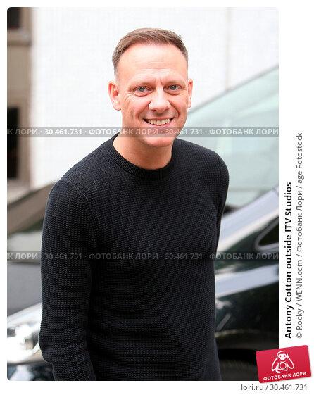Antony Cotton outside ITV Studios (2017 год). Редакционное фото, фотограф Rocky / WENN.com / age Fotostock / Фотобанк Лори