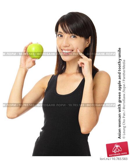 Купить «Asian woman with green apple and toothy smile», фото № 10783583, снято 26 апреля 2019 г. (c) PantherMedia / Фотобанк Лори