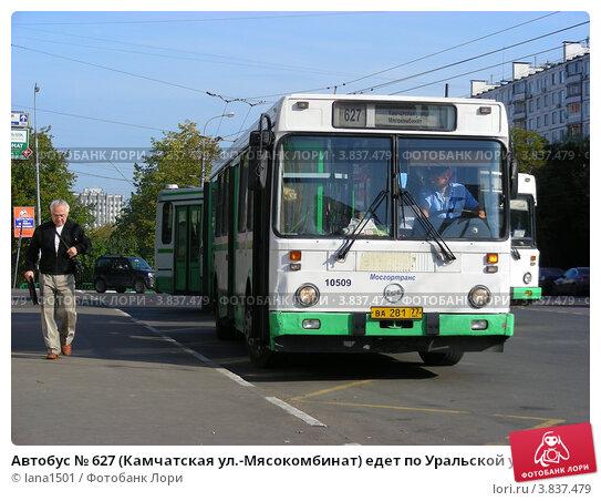 Купить «Автобус № 627 (Камчатская ул.-Мясокомбинат) едет по Уральской улице. Москва», эксклюзивное фото № 3837479, снято 12 сентября 2012 г. (c) lana1501 / Фотобанк Лори
