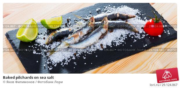 Купить «Baked pilchards on sea salt», фото № 29124867, снято 23 августа 2018 г. (c) Яков Филимонов / Фотобанк Лори