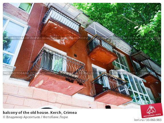 Купить «balcony of the old house. Kerch, Crimea», фото № 33060983, снято 26 июня 2019 г. (c) Владимир Арсентьев / Фотобанк Лори