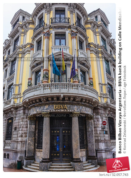 Banco Bilbao Vizcaya Argentaria - BBVA bank building on Calle Mendizabal street, in Oviedo in Asturias region, Spain. Стоковое фото, фотограф Konrad Zelazowski / age Fotostock / Фотобанк Лори