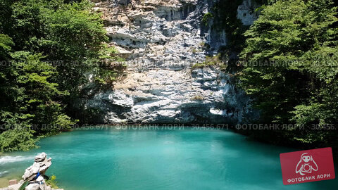 Beautiful blue lake in Abkhazia. The Landmark (2019 год). Стоковое видео, видеограф Володина Ольга / Фотобанк Лори