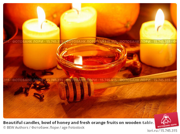 Купить «Beautiful candles, bowl of honey and fresh orange fruits on wooden table. Evening natural light.», фото № 15745315, снято 4 сентября 2019 г. (c) age Fotostock / Фотобанк Лори