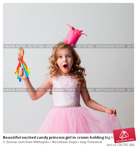 Beautiful excited candy princess girl in crown holding big lollipop. Стоковое фото, фотограф Zoonar.com/Ivan Mikhaylov / easy Fotostock / Фотобанк Лори