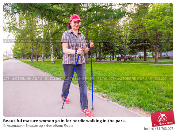 Beautiful mature women go in for nordic walking in the park. Стоковое фото, фотограф Акиньшин Владимир / Фотобанк Лори