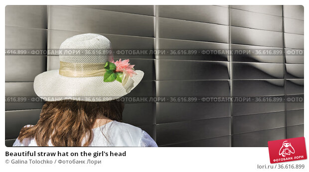 Beautiful straw hat on the girl's head. Стоковое фото, фотограф Galina Tolochko / Фотобанк Лори