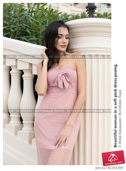 Купить «Beautiful woman in a soft pink dress posing.», фото № 30313591, снято 19 января 2019 г. (c) Женя Канашкин / Фотобанк Лори