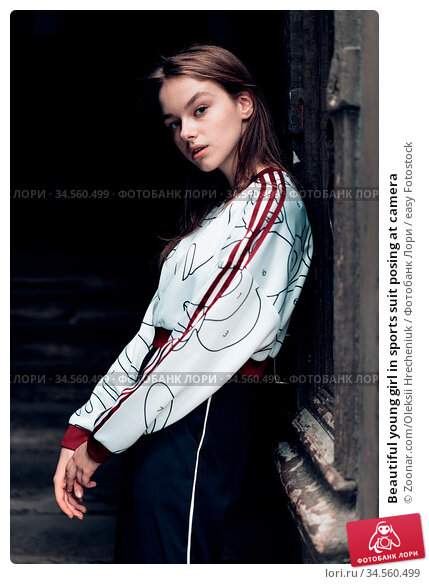 Beautiful young girl in sports suit posing at camera. Стоковое фото, фотограф Zoonar.com/Oleksii Hrecheniuk / easy Fotostock / Фотобанк Лори