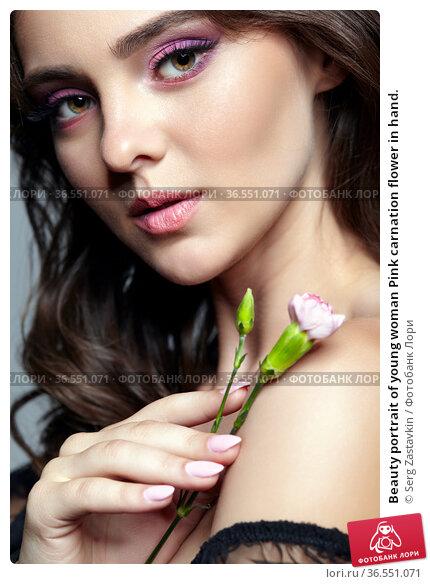 Beauty portrait of young woman Pink carnation flower in hand. Стоковое фото, фотограф Serg Zastavkin / Фотобанк Лори