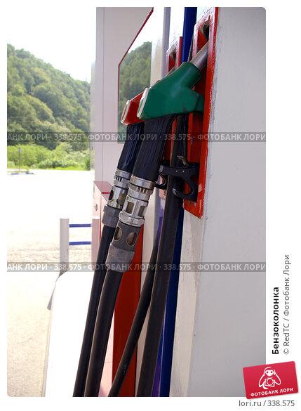 Купить «Бензоколонка», фото № 338575, снято 25 июня 2008 г. (c) RedTC / Фотобанк Лори