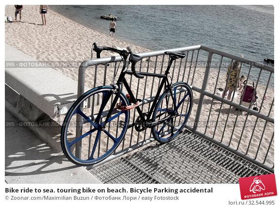 Купить «Bike ride to sea. touring bike on beach. Bicycle Parking accidental», фото № 32544995, снято 7 декабря 2019 г. (c) easy Fotostock / Фотобанк Лори