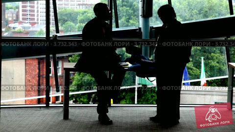 Купить «Бизнесмены», видеоролик № 3732343, снято 2 февраля 2011 г. (c) Losevsky Pavel / Фотобанк Лори