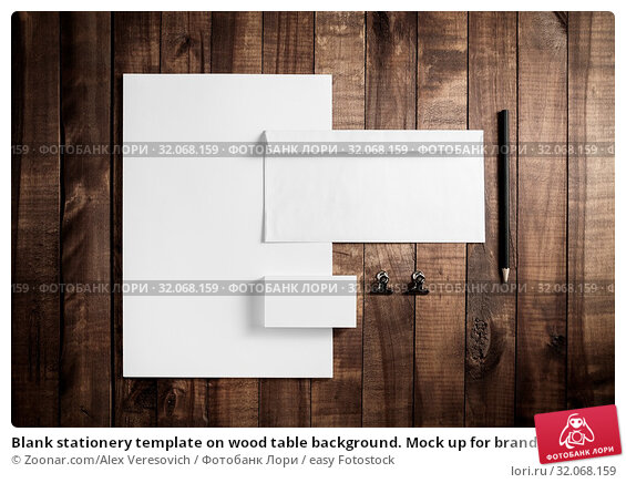 Blank stationery template on wood table background. Mock up for branding identity. For design presentations and portfolios. Flat lay. Стоковое фото, фотограф Zoonar.com/Alex Veresovich / easy Fotostock / Фотобанк Лори