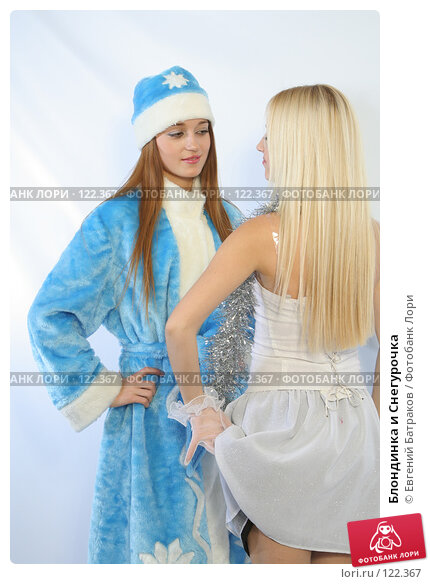 Купить «Блондинка и Снегурочка», фото № 122367, снято 11 ноября 2007 г. (c) Евгений Батраков / Фотобанк Лори