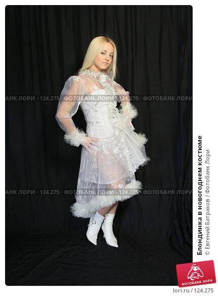 Блондинка в новогоднем костюме, фото № 124275, снято 11 ноября 2007 г. (c) Евгений Батраков / Фотобанк Лори