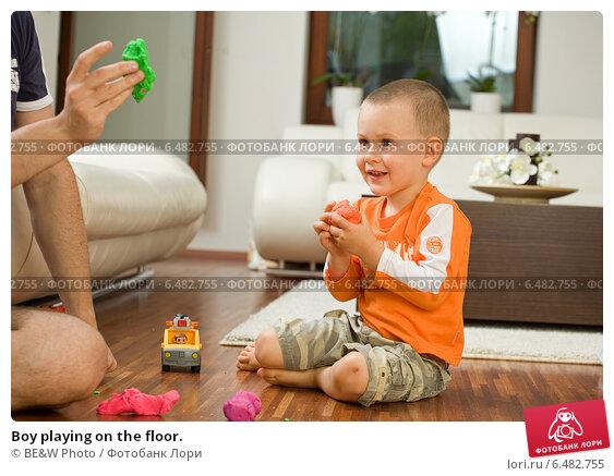 Купить «Boy playing on the floor.», фото № 6482755, снято 17 июля 2019 г. (c) BE&W Photo / Фотобанк Лори