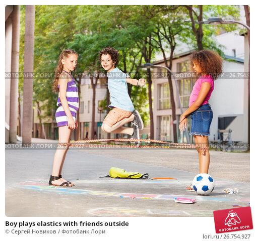 Boy plays elastics with friends outside, фото № 26754927, снято 17 июня 2017 г. (c) Сергей Новиков / Фотобанк Лори