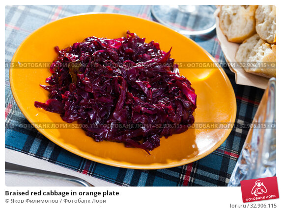 Braised red cabbage in orange plate. Стоковое фото, фотограф Яков Филимонов / Фотобанк Лори