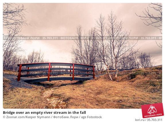 Bridge over an empty river stream in the fall. Стоковое фото, фотограф Zoonar.com/Kasper Nymann / age Fotostock / Фотобанк Лори