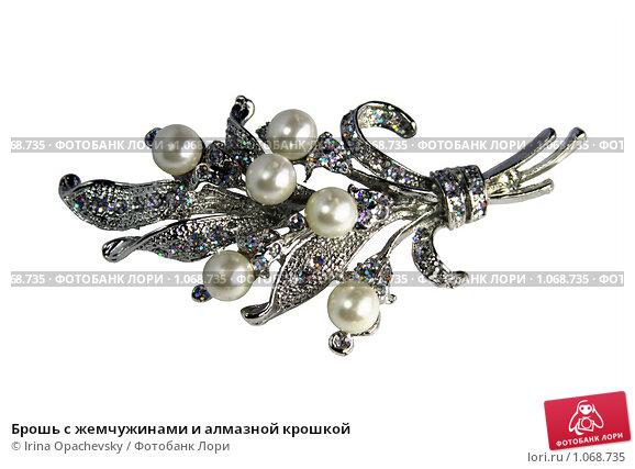 Купить «Брошь с жемчужинами и алмазной крошкой», фото № 1068735, снято 2 сентября 2009 г. (c) Irina Opachevsky / Фотобанк Лори