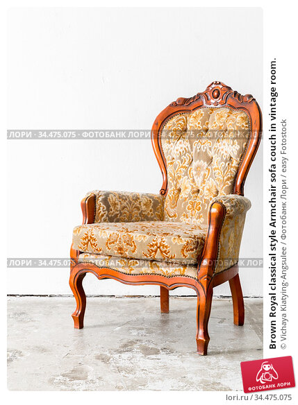Brown Royal classical style Armchair sofa couch in vintage room. Стоковое фото, фотограф Vichaya Kiatying-Angsulee / easy Fotostock / Фотобанк Лори