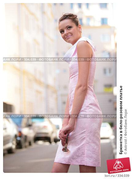 Купить «Брюнетка в бело-розовом платье», фото № 334039, снято 23 июня 2008 г. (c) Astroid / Фотобанк Лори