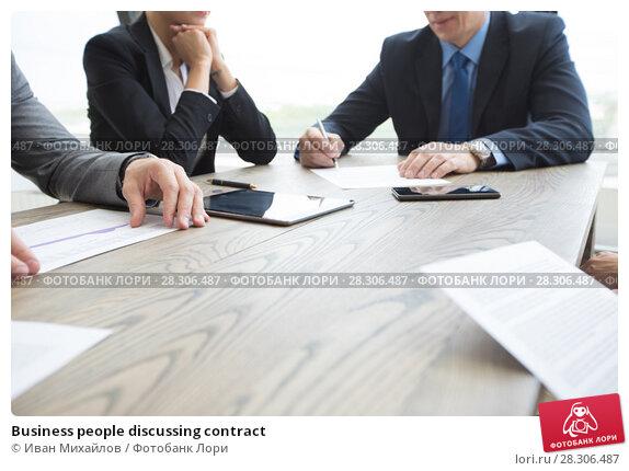 Купить «Business people discussing contract», фото № 28306487, снято 25 июня 2017 г. (c) Иван Михайлов / Фотобанк Лори