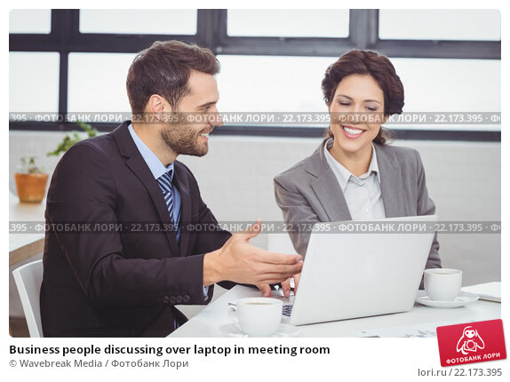 Business people discussing over laptop in meeting room. Стоковое фото, агентство Wavebreak Media / Фотобанк Лори