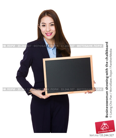 Купить «Businesswoman showing with the chalkboard», фото № 33244327, снято 31 мая 2020 г. (c) PantherMedia / Фотобанк Лори