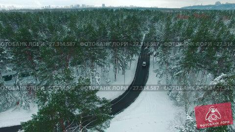Купить «Car driving through snowy pine forest in winter aerial drone footage», видеоролик № 27314587, снято 21 декабря 2017 г. (c) Ярослав Ковальчук / Фотобанк Лори