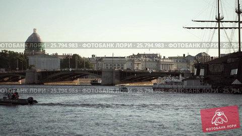 Centre of Saint-Petersburg, Russia: River Neva, bridge, and wood ship, видеоролик № 25794983, снято 1 марта 2016 г. (c) Алексей Макаров / Фотобанк Лори