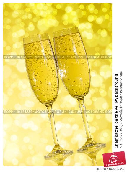 Champagne  on the yellow background. Стоковое фото, фотограф GRAZVYDAS J / PantherMedia / Фотобанк Лори