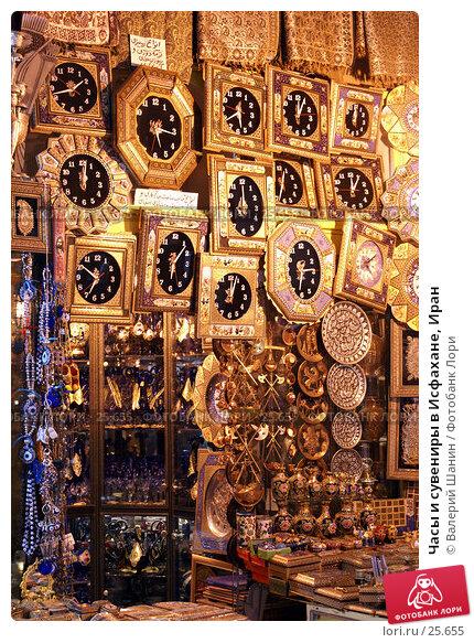 Часы и сувениры в Исфахане, Иран, фото № 25655, снято 28 ноября 2006 г. (c) Валерий Шанин / Фотобанк Лори