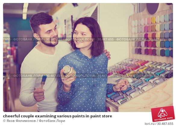 Купить «cheerful couple examining various paints in paint store», фото № 30487655, снято 9 марта 2017 г. (c) Яков Филимонов / Фотобанк Лори