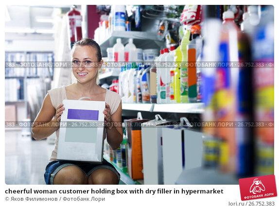 Купить «cheerful woman customer holding box with dry filler in hypermarket», фото № 26752383, снято 22 июля 2019 г. (c) Яков Филимонов / Фотобанк Лори
