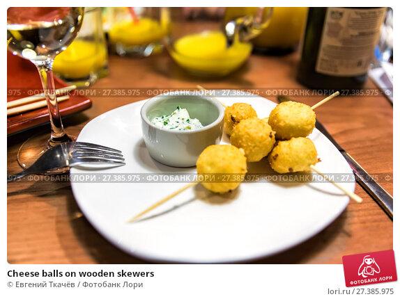Купить «Cheese balls on wooden skewers», фото № 27385975, снято 16 января 2016 г. (c) Евгений Ткачёв / Фотобанк Лори