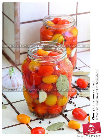 Купить «Cherry tomatoes canned.», фото № 33773847, снято 17 мая 2020 г. (c) Марина Володько / Фотобанк Лори