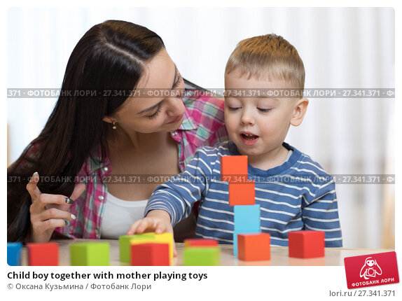 Купить «Child boy together with mother playing toys», фото № 27341371, снято 10 ноября 2018 г. (c) Оксана Кузьмина / Фотобанк Лори
