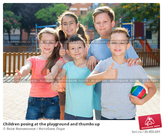 Children posing at the playground and thumbs up. Стоковое фото, фотограф Яков Филимонов / Фотобанк Лори
